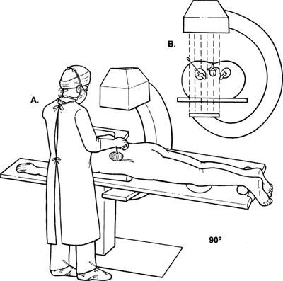 Работа врача на томографе